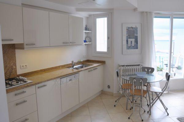 3fp-kitchendining816EACFC-9BDC-1D69-B28B-A7EBCD20494B.jpg