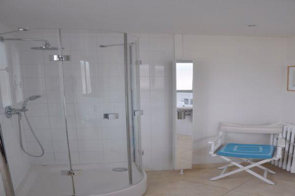 3fp-shower206DFF8F-161B-6047-AB2D-572B24A79549.jpg